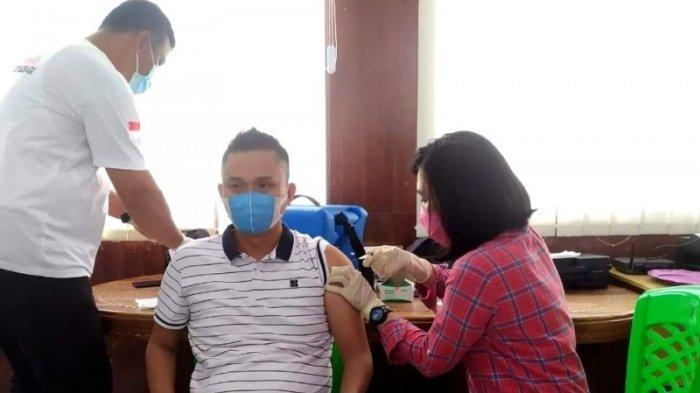 Bawaslu dan KPU Kotamobagu Jalani Vaksinasi Tahap Pertama