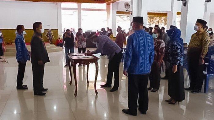 Nayodo Wakili Tatong Bara Lantik 69 Anggota BPD di Kotamobagu Timur dan Utara