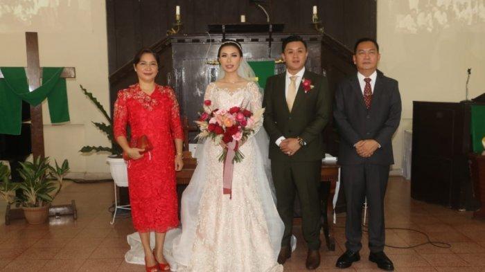 Prosesi peneguhan dan pemberkatan nikah anggota DPRD Kota Tomohon Julianita Sheidy Cynthia Wongkar dan Kenneth Stive Rivaldo Pangemanan.