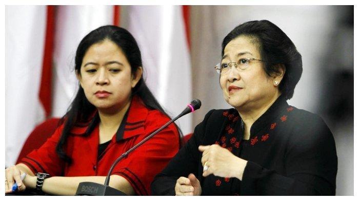 Ketua Partai Demokrasi Indonesia Perjuangan, Megawati Soekarnoputri, bersama putrinya Puan Maharani, memberikan keterangan kepada wartawan, seusai melakukan syukuran ulang tahun partainya, di Kantor PDIP, Lenteng Agung, Jakarta, Selasa (10/1/2012). PDIP melangsungkan syukuran ulang tahunnya yang ke 39 dengan perayaan yang sederhana di Kantor DPP PDIP Jakarta.