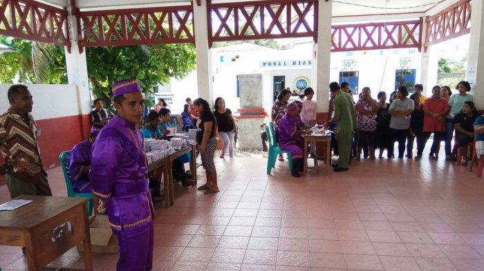 Dapat Izin dari Pemangku Adat, Petugas KPPS Miangas di Pulau Terluar Indonesia Kenakan Pakaian Adat