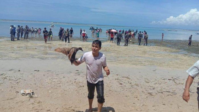 Puluhan bebek milik Pangkalan TNI Angkatan Laut (Lanal) Melonguane ambil bagian memeriahkan Peresmian Kampung Bahari Nusantara (KBN) di Desa Alo dan Alo Utara, Talaud, Sulawesi Utara, Sabtu (12/6) 2021.