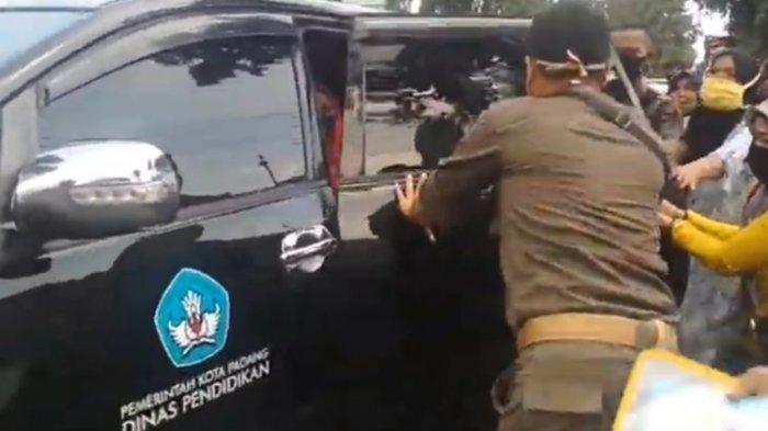 PPDB, Orangtua Siswa yang Anaknya Tak Lulus Kejar Mobil Kepala Dinas Pendidikan, Terjadi di Padang