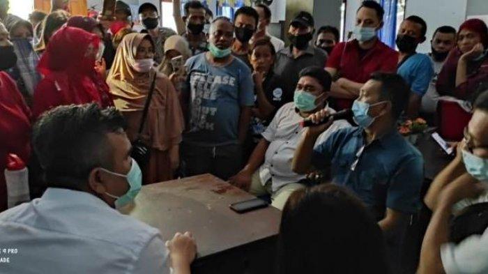 Puluhan Pedagang Pasar Tuminting Desak Pemkot Manado Pertimbangan Relokasi Pasar