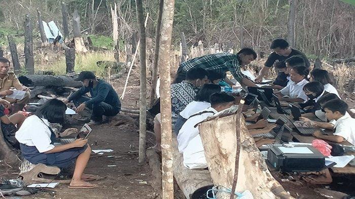Kisah 45 Murid SMP di Kalbar Menginap di Bukit 2 Malam untuk ANBK, Menumpang Internet Milik Malaysia
