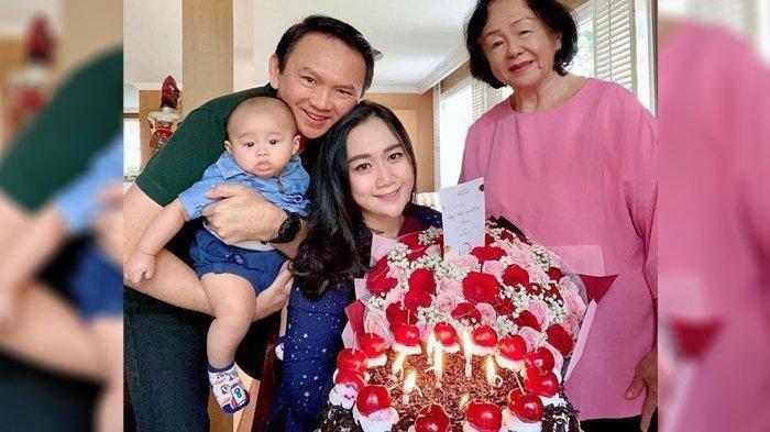Rayakan Imlek 2021, Mantan Gubernur DKI Jakarta dan Keluarga Berpose Bak Keluarga Kerajaan China