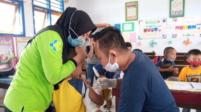 Puskesmas Boroko Berikan Vaksinasi Bagi Siswa Sekolah Dasar di Kecamatan Kaidipang