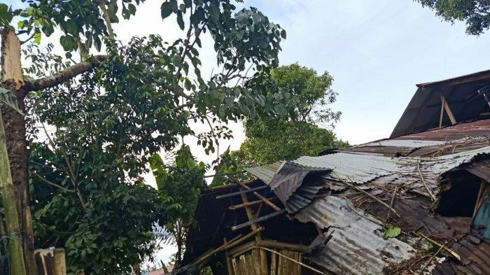 Angin Puting Beliung Runtuhkan Rumah Warga Kalawiran
