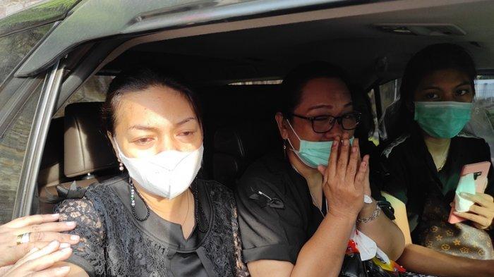 Tegarnya Istri Wabup Sangihe Helmud Hontong, Menjemput Jenazah sang Suami di Manado