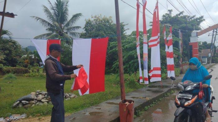 Cerita Rahmat Penjual Bendera Merah Putih di Bolsel
