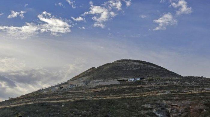 Lihat Foto Otoritas Israel bersiap untuk menyingkap struktur yang sebelumnya terlarang di dalam benteng-istana Raja Herodes Herodium.