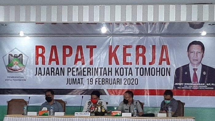 Baliho Raker Perdana Plh Wali Kota Tomohon Bersama Jajaran Pemkot Tomohon Salah Cetak