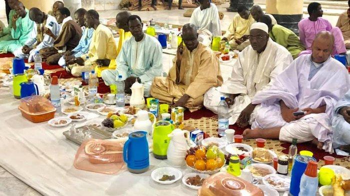 Indahnya Ramadan di Senegal, Pemuda Kristiani Pasok Makanan Berbuka Puasa
