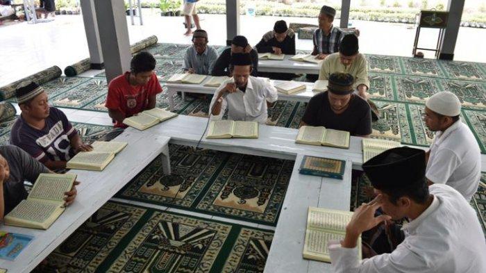 Doa Sebelum dan Sesudah Membaca Al Quran Serta Keutamaan Membaca Al Quran