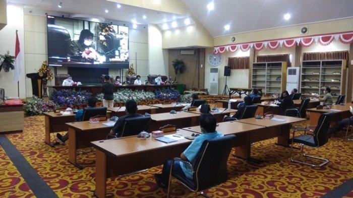 Wali Kota Manado Vicky LumentutBerikan Penjelasan RamperdaPelaksanaan APBD 2019