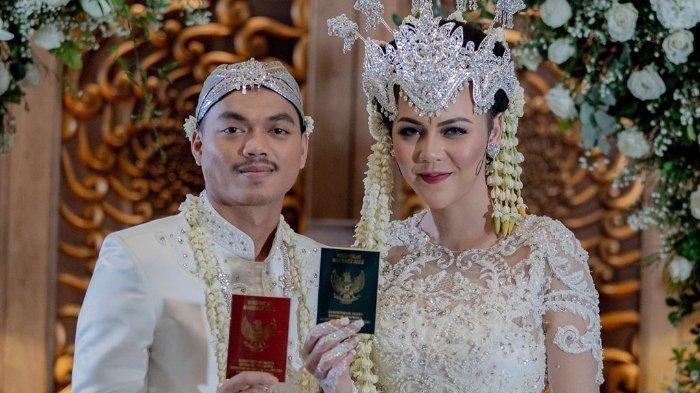 Potret pernikahan Ratu Rizki Nabila dan Alfath Fathier.