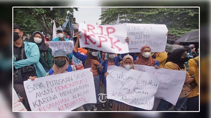 Lima Tuntutan BEM SI kepada Presiden Jokowi dan Pimpinan KPK, Dibacakan Zakky Zuhad