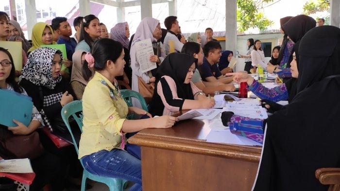 Ratusan Pelamar Antre Kartu Ujian CPNS, Ada yang Nginap di Rumah Teman