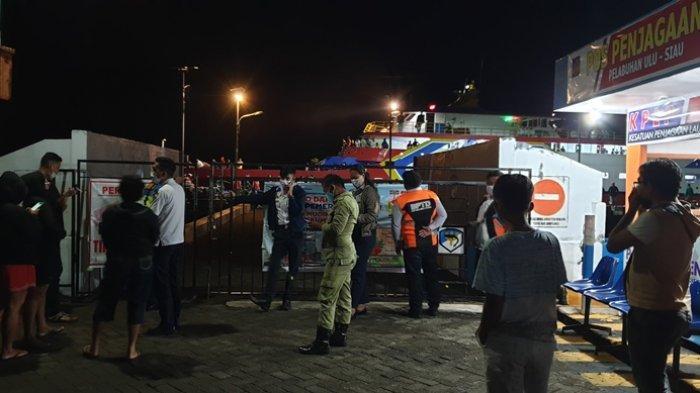 Pelabuhan Ulu Siau Kabupaten Sitaro Dipadati Ratusan Penumpang Arus Balik