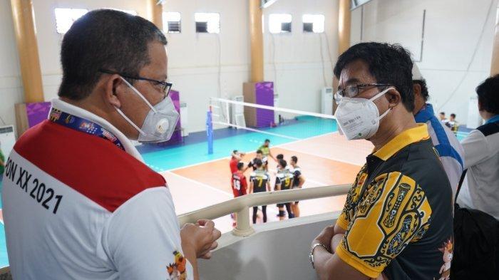 Wakil Ketua V Bidang Kompetisi PBVSI, Reginald C. Nelwan, Zulkifli Zaini, Direktur Utama PT PLN (Persero).