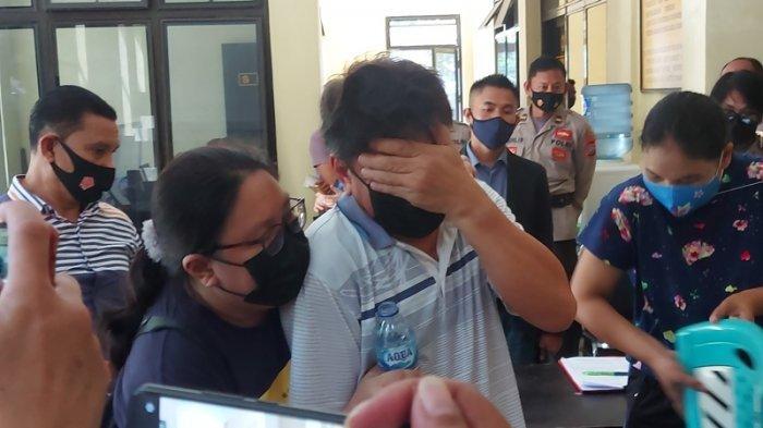 BREAKING NEWS: Rekonstruksi Kasus Suami Bunuh Istri di Bitung, Tersangka Jemmy Menangis