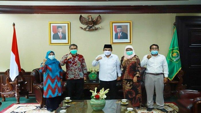 Silahturami Bersama Menteri Agama RI, Rektor Serahkan Proposal Alih Status IAIN Manado - UIN Sulut