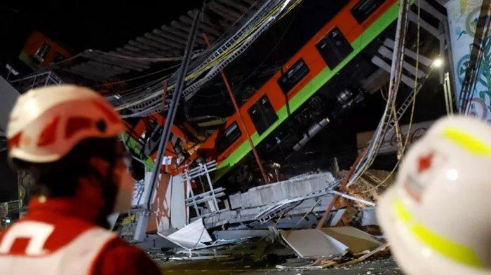 Rel layang tempat kereta melintas di ibu kota <a href='https://manado.tribunnews.com/tag/meksiko' title='Meksiko'>Meksiko</a> ambruk.