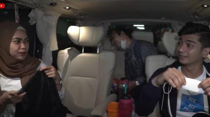 Ria Ricis menjemput Ryan di bandara yang terbang dari Aceh.
