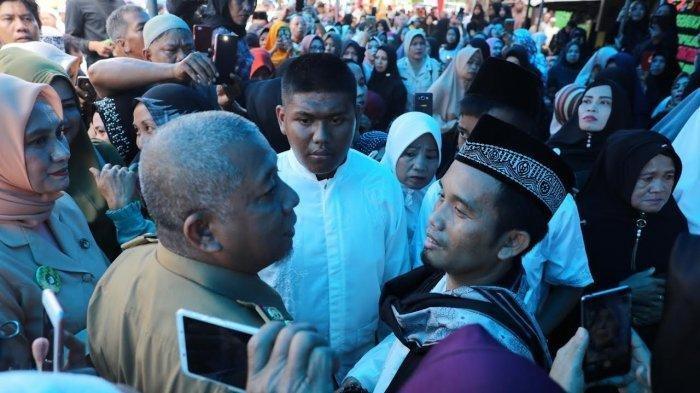Ribuan Pelayat Antar Istri Ustadz Maulana ke Peristirahatan Terakhir