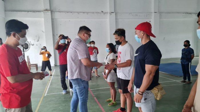 Rio Dondokambey Berikan Uang Saku kepada Atlet dan Pelatih PON Sulut