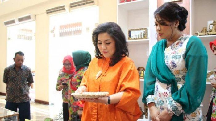 Rita Tamuntuan Istri Gubernur Sulut.
