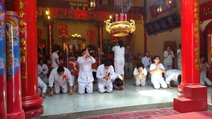Ritual Memohon Restu Cap Go Meh Klenteng Seng Bo Kiong, Umat Bersorak Katakan Sio Poe