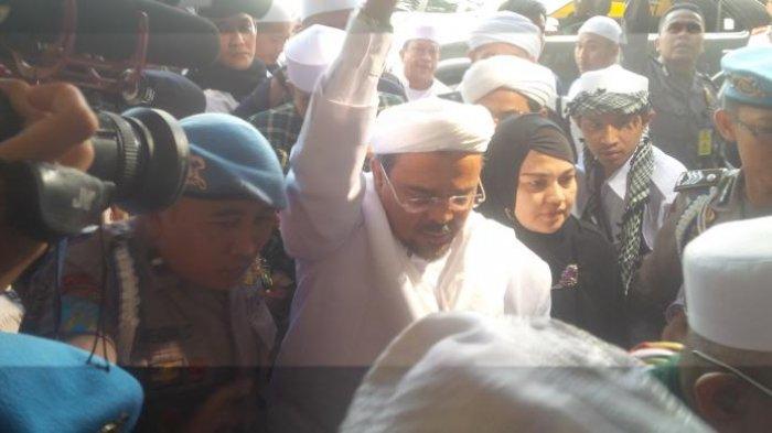 Jilat Ludah Sendiri? Ketua FPI Sebut Jokowi Ilegal tapi Minta Izin ke Pemerintah,Debat Panas Terjadi