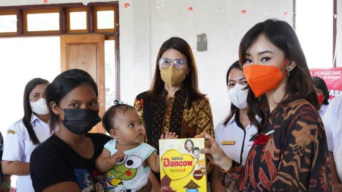 Ketua PKK Minut Rizya Davega dan Kristi Arina Edukasi Warga Tentang Kesehatan Reproduksi