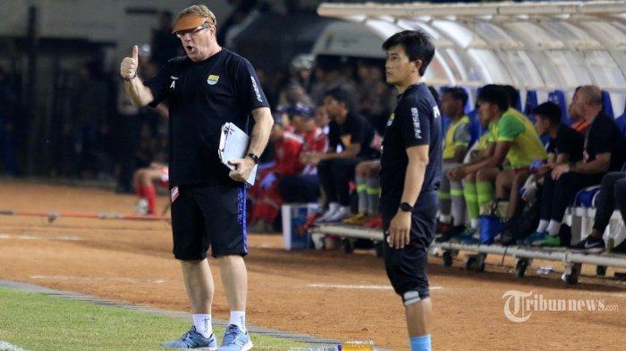 Pelatih <a href='https://manado.tribunnews.com/tag/persib-bandung' title='PersibBandung'>PersibBandung</a>, Robert Alberts (kiri)