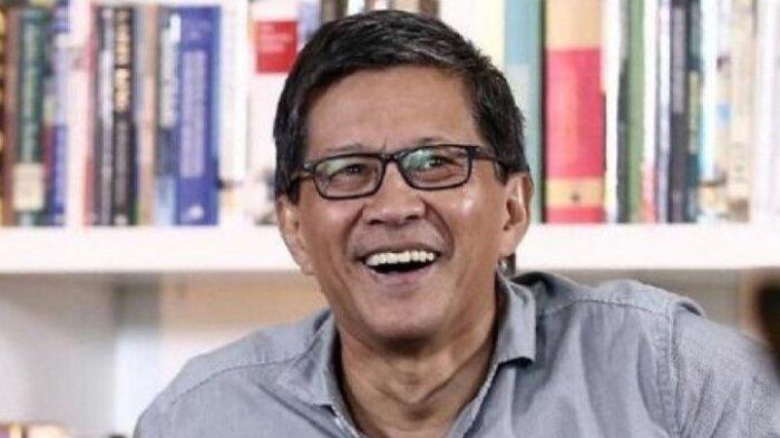 Rocky Gerung Tertawa Munarman Ditangkap Densus 88, Singgung HRS: Betul-betul Satu Paket Pengendalian