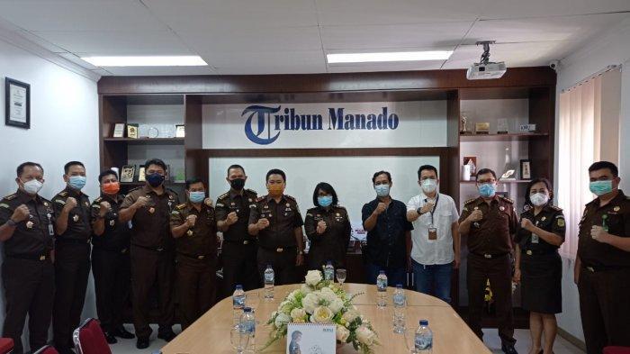 Kajati Sulut Silaturahmi ke Kantor Tribun Manado, Ucapkan Selamat Ulang Tahun ke-12