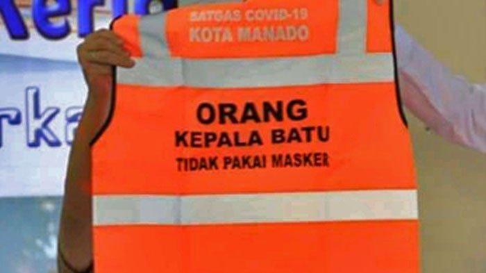 Wali Kota Manado GS Vicky Lumentut memperlihatkan rompi bagi warga yang tidak disiplin protokol kesehatan.
