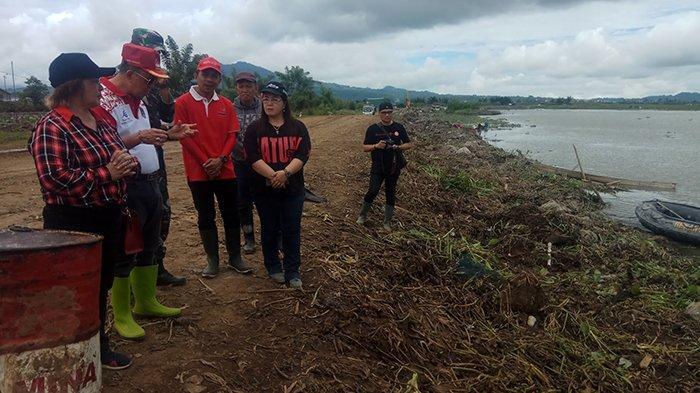 ROR Tinjau Aktivitas Alat Berat Pengangkat Eceng Gondok di Tonsaru