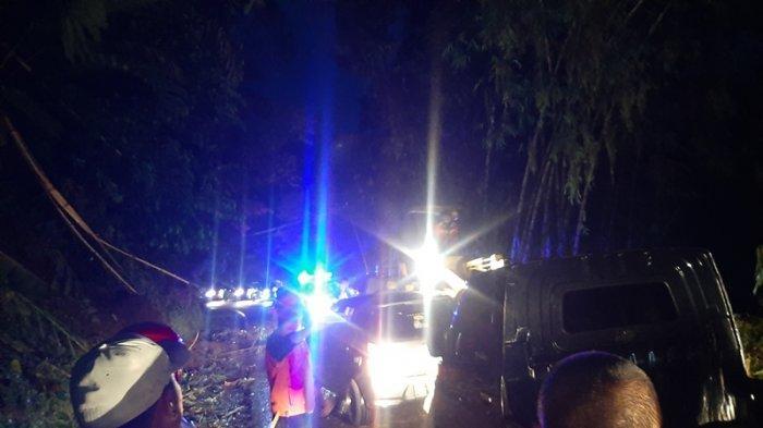 BREAKING NEWS - Sempat Tertutup Longsor, Arus Lalu Lintas Manado Tomohon Kembali Normal