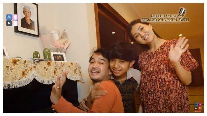 Presenter Ruben Onsu (kiri), Sarwendah (tengah), dan Betrand Peto di kanal YouTube The Onsu Family, Kamis (22/10/2020).