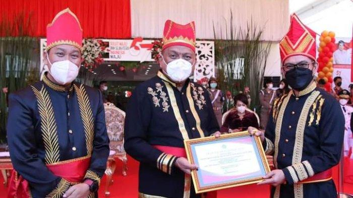 Pemkab Minut Terima Penghargaan di Upacara HUT Ke-57 Provinsi Sulut