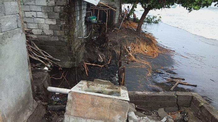 Sejumlah Rumah Warga di Pesisir Pantai Bungin Hancur Diterjang Ombak, Dinding Rumah Said Rata Tanah