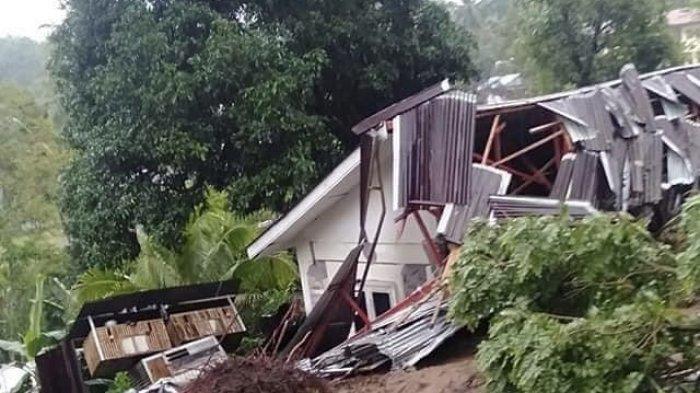 Rumah di Kecamatan Pineleng, Kabupaten Minahasa, rusak diterjang tanah longsor