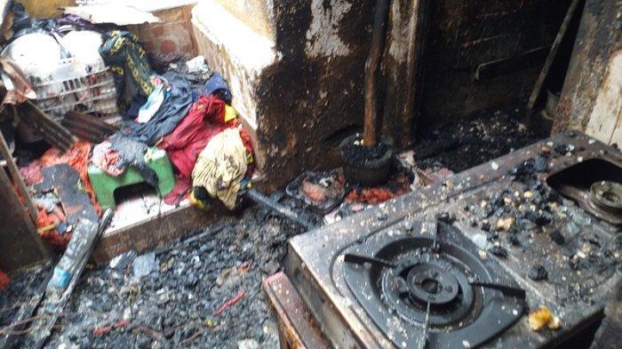 Rumah Hadijah yang terbakar di Kelurahan Karame Lingkungan 3, Singkil, Manado, Sulawesi Utara, Minggu (10/10/2021).