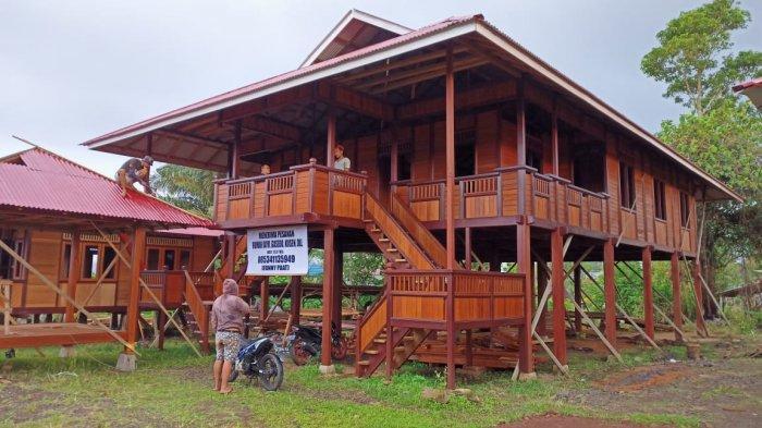 Menengok Industri Rumah Panggung Woloan Khas Minahasa di Kota Tomohon