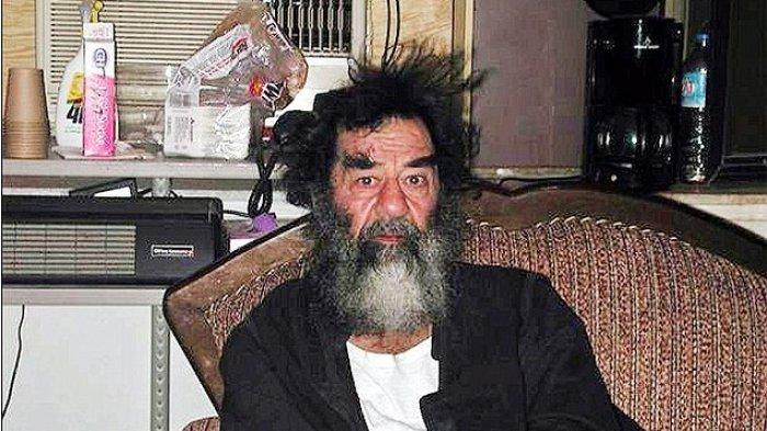 MENGEJUTKAN! Dieksekusi Pada Tahun 2006, Orang-orang ini Sebut Saddam Hussein Tidak Mati