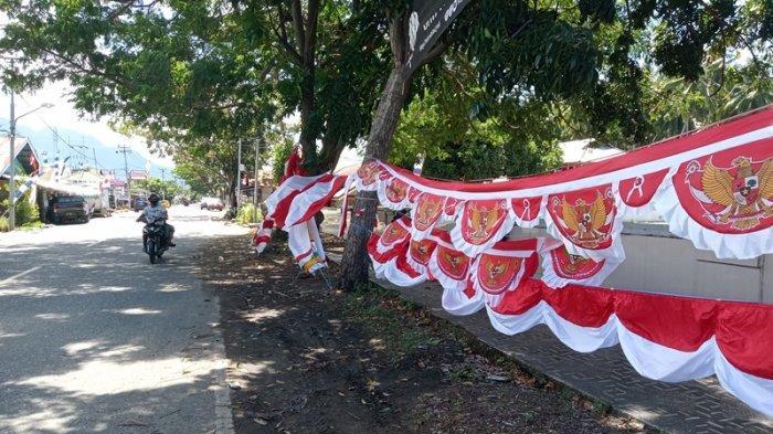Jelang HUT Kemerdekaan RI Ke-76, Udin Manfaatkan Momen dengan Jualan Bendera