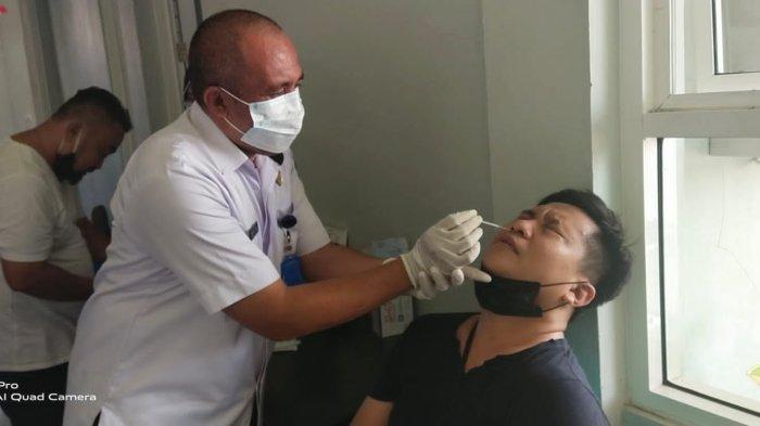 Berhubungan Langsung dengan Banyak Narasumber, 20 Wartawan yang Bertugas di Bolmong Ikut Rapid Test