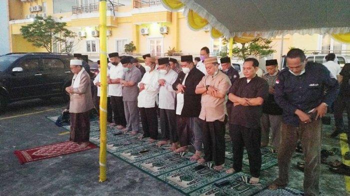 Kanwil Kementerian Agama Provinsi Sulawesi Utara Anwar Abubakar mengimbau agar Salat Idul Fitri para jemaah tetap menjalankan ibadah sesuai aturan